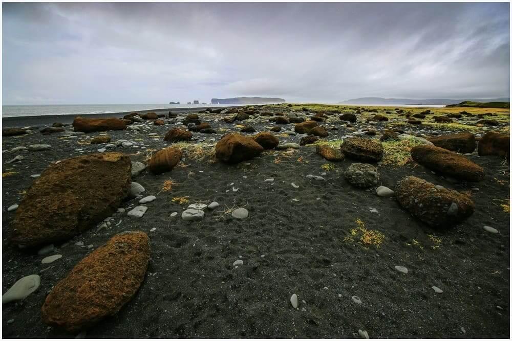 Blick den Strand entlang nach Kap Dyrhólaey