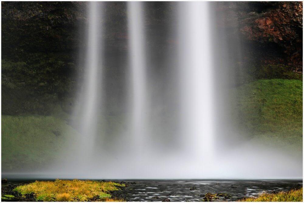 Wasserschleier vom Seljalandsfoss