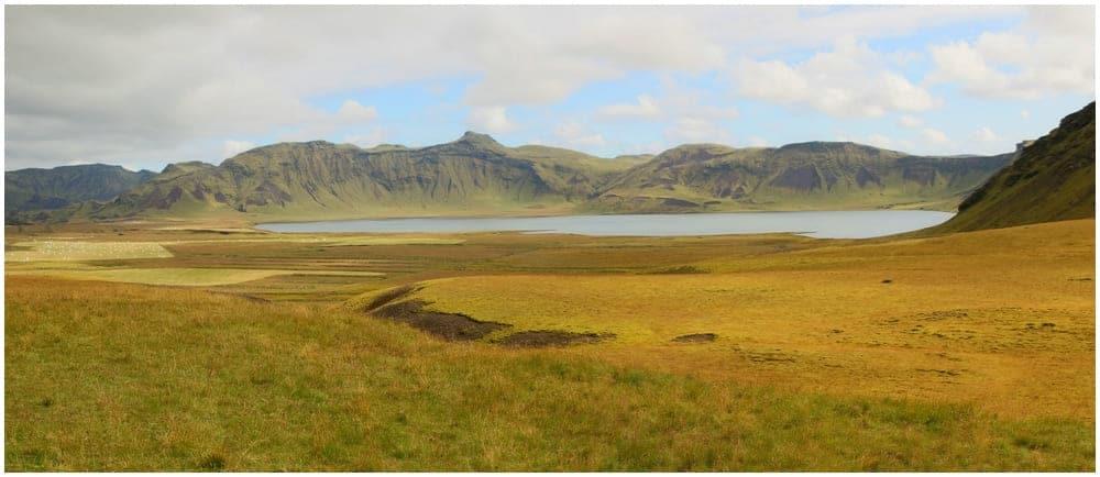 Der Vulkansee Heiðarvatn, leider kommt man nicht wirklich in seine Nähe, ohne dafür ein ganzes Stück weit zu wandern