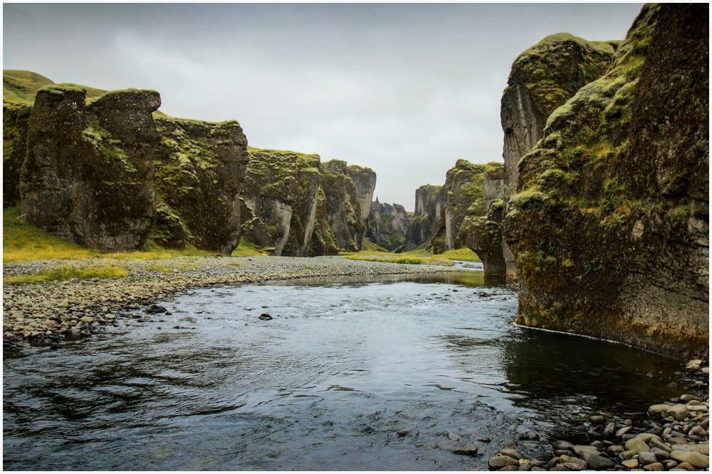 Fjaðrárgljúfur Canyon von unten