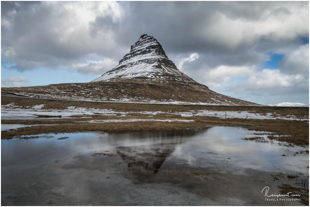Kirkjufell im Winter