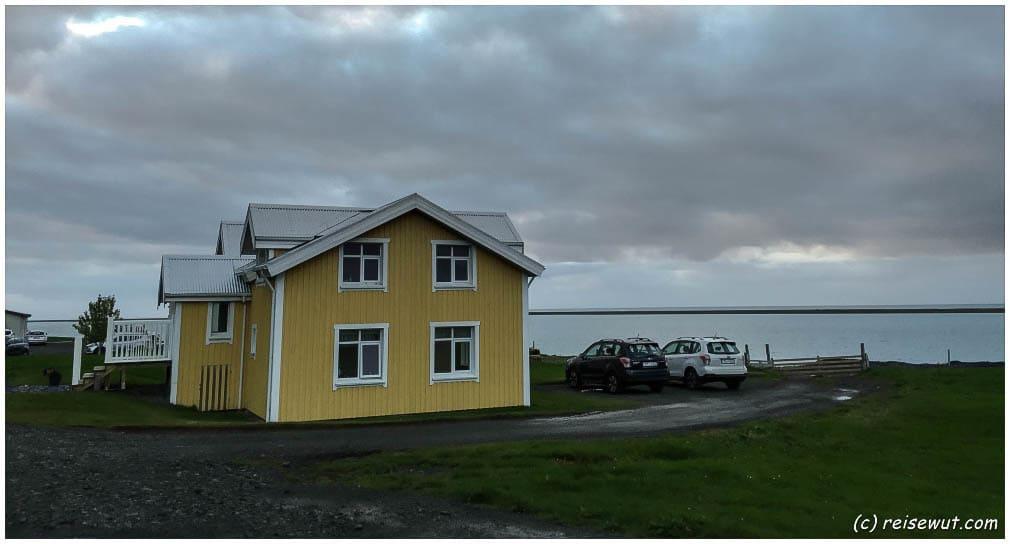 Das gelbe 'Apartement' vom Hali Country Hotel entpuppt sich als Doppelhaushälfte bei genauem lesen der Anzeige. Auch DAS gehört zur Reiseplanung mit dazu ;-)