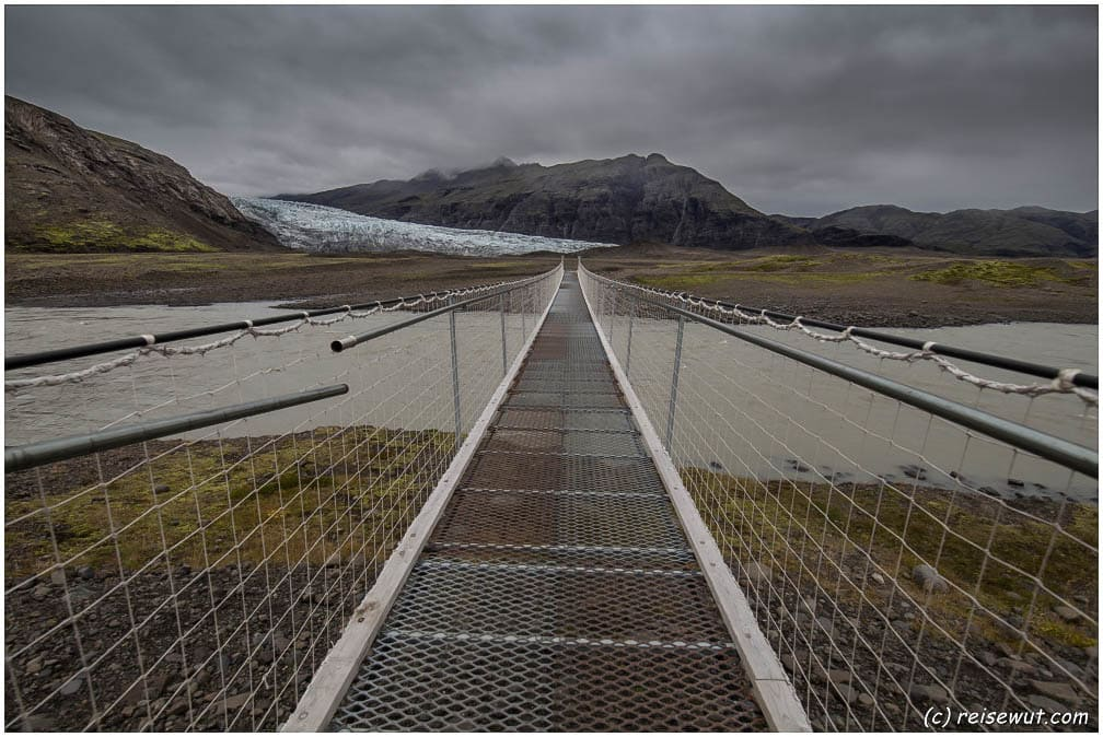 Die Hängebrücke am Flaajökull