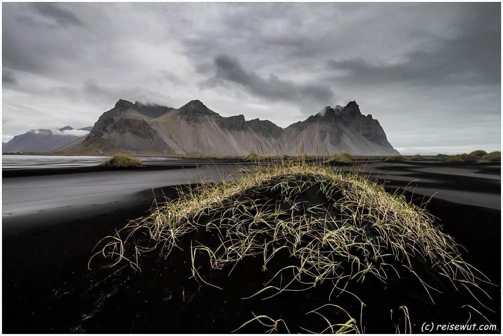 Schwarzer Sand bei Stokksnes