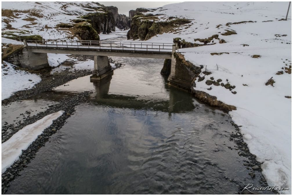 Fjadrargljufur Brücke im Winter