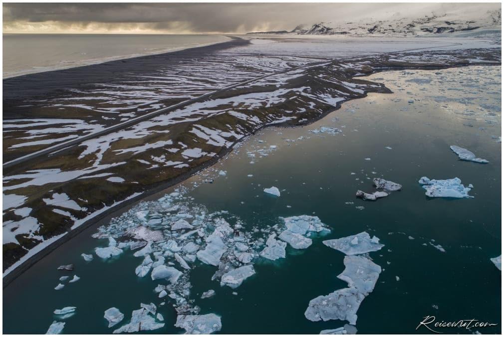 Die Gletscherlagune Jökulsárlón aus der Luft