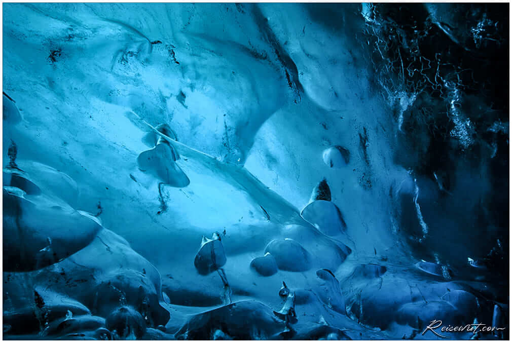 Das Eis in der Crystal Cave ist verdammt blau