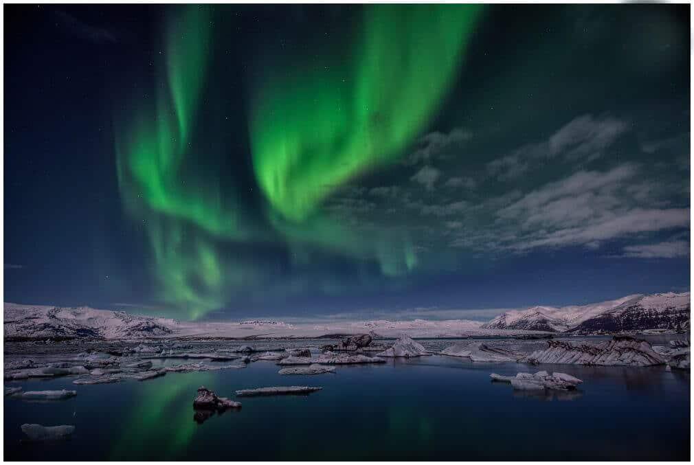 Zweite Version der Northern Lights über der Glacier Lagoon Iceland