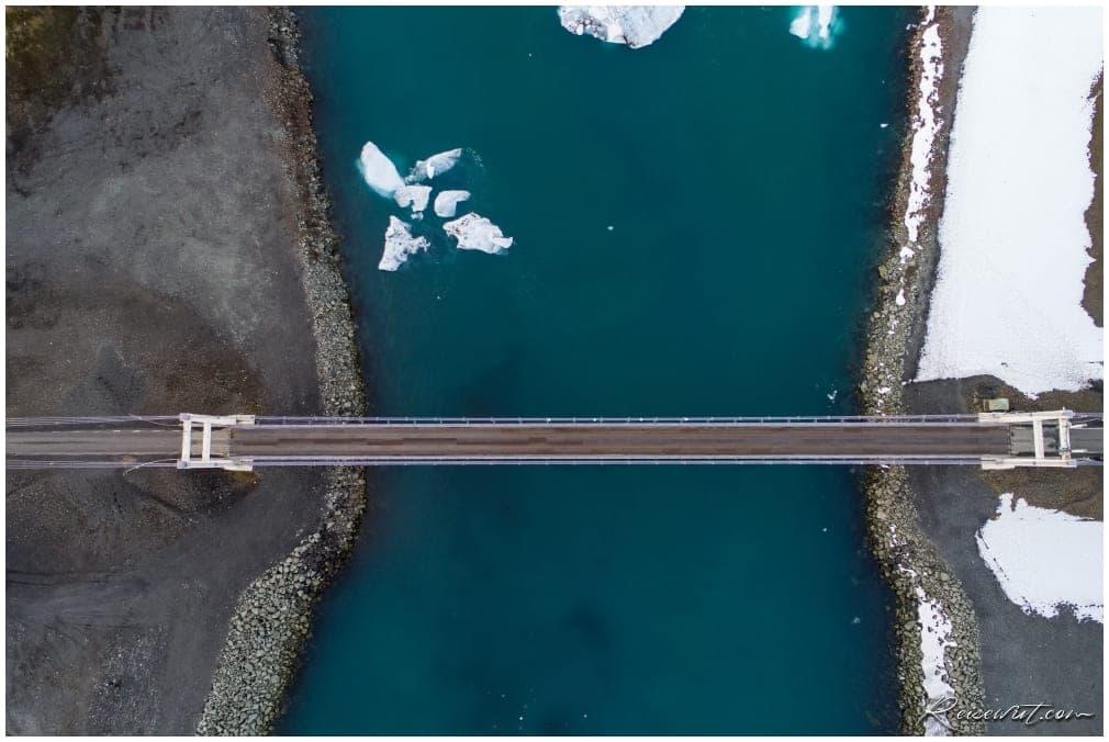 Die Brücke am Jökulsárlón von oben. Mittlerweile ist fliegen mit der Drohen dort verboten