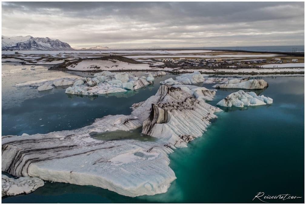 Kleine Eisberge am Jökulsárlón von oben