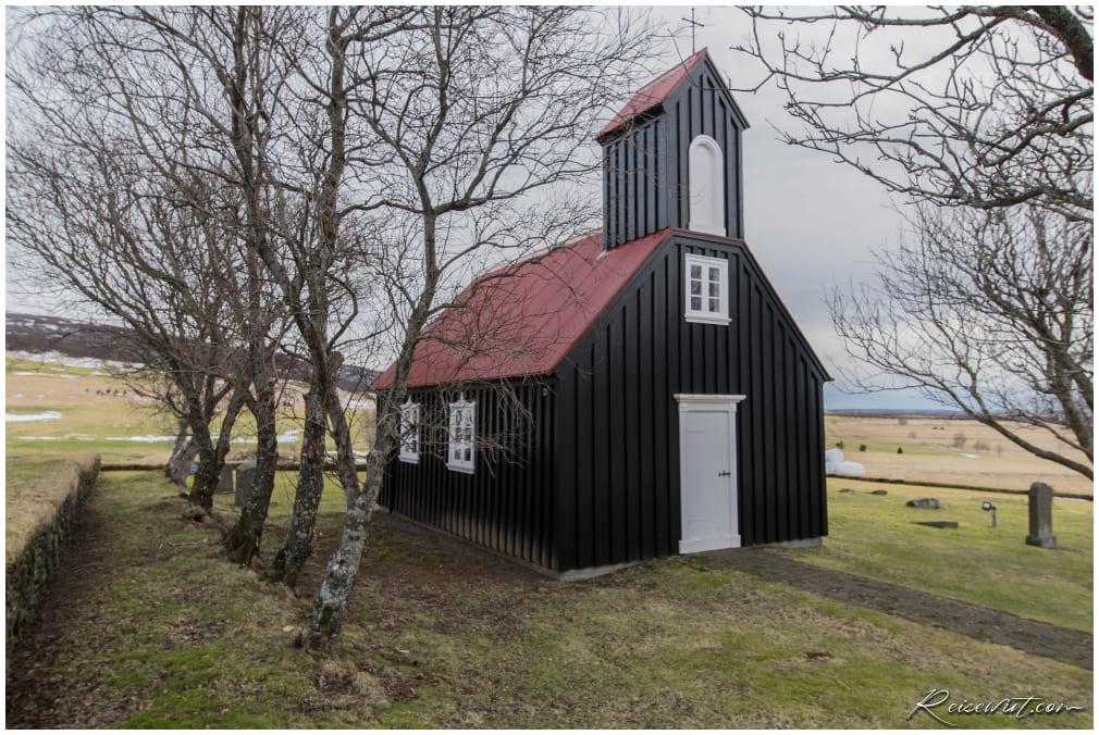 Die Miðdalskirkja ist fast baugleich mit der der schwarzen Kirche in Búðir