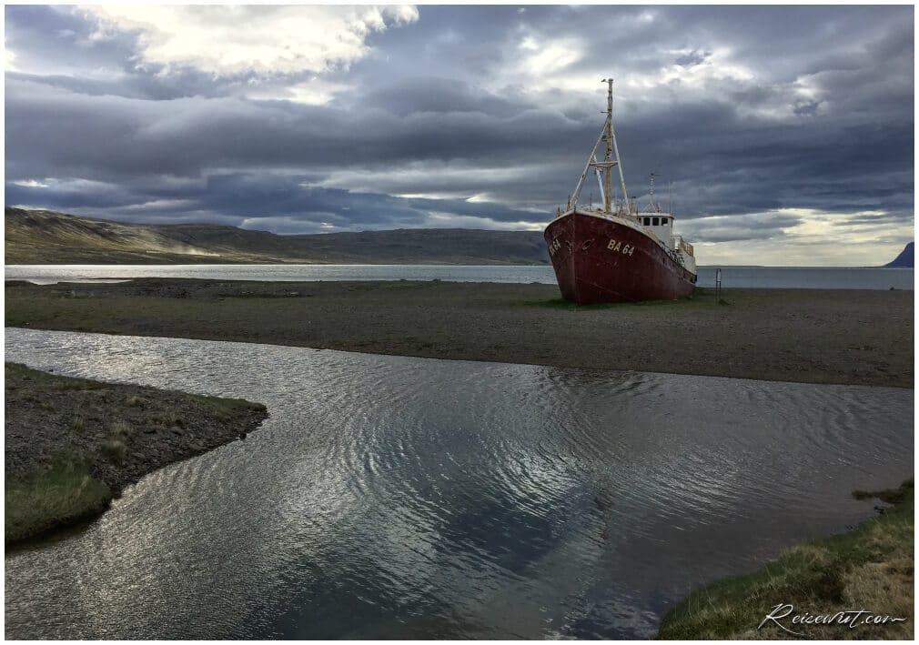 BA 48 Schiffswrack in den Westfjorden