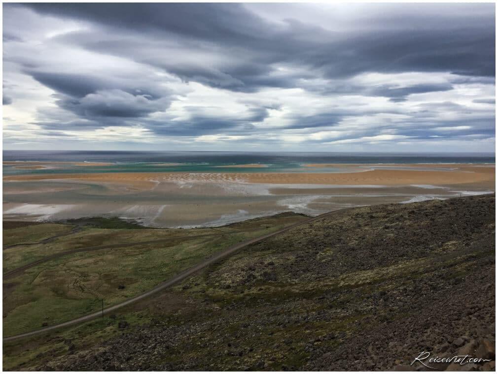 Ein trüber Wolkentag bei Raudisandur, einem der schönsten Strände auf Island
