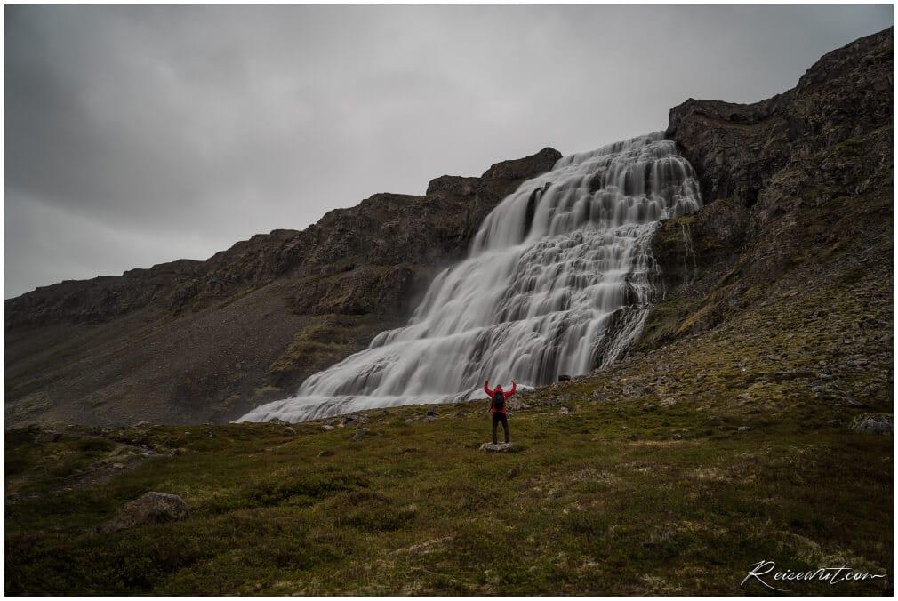 Der Dynjandi ist einfach nur beeindruckend und einer der schönsten Wasserfälle Islands