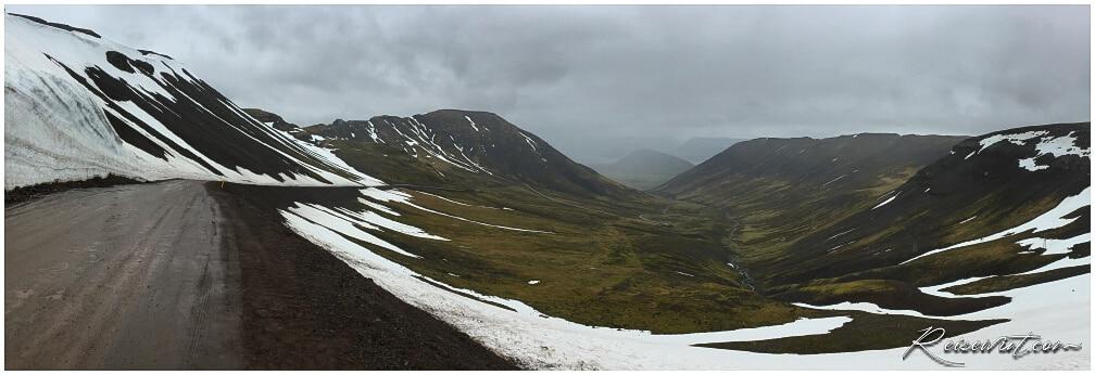 Auf der Hrafnseyrarheidi liegen noch stattliche Schneereste