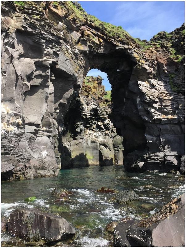 Die Badstofa Cave ist nur bei Ebbe halbwegs zu erreichen