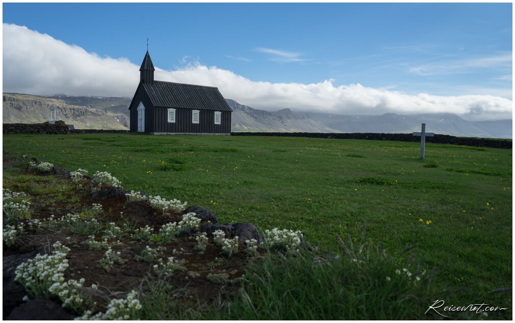 Budirkirkja, eine der wenigen schwarzen Kirchen auf Island