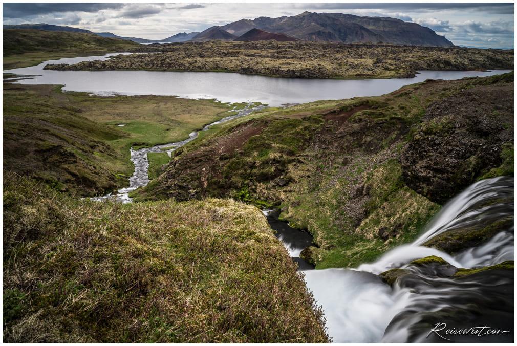 Der Blick vom Hobbit Hole in Richtung Lavafeld Berserkjahraun