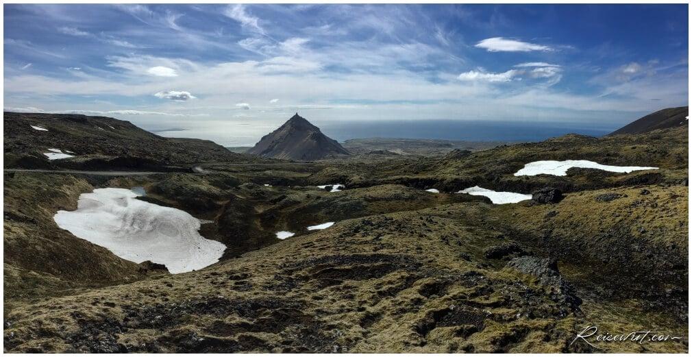 Der Blick nach unten auf dem Weg hoch zum Snaefellsjökull