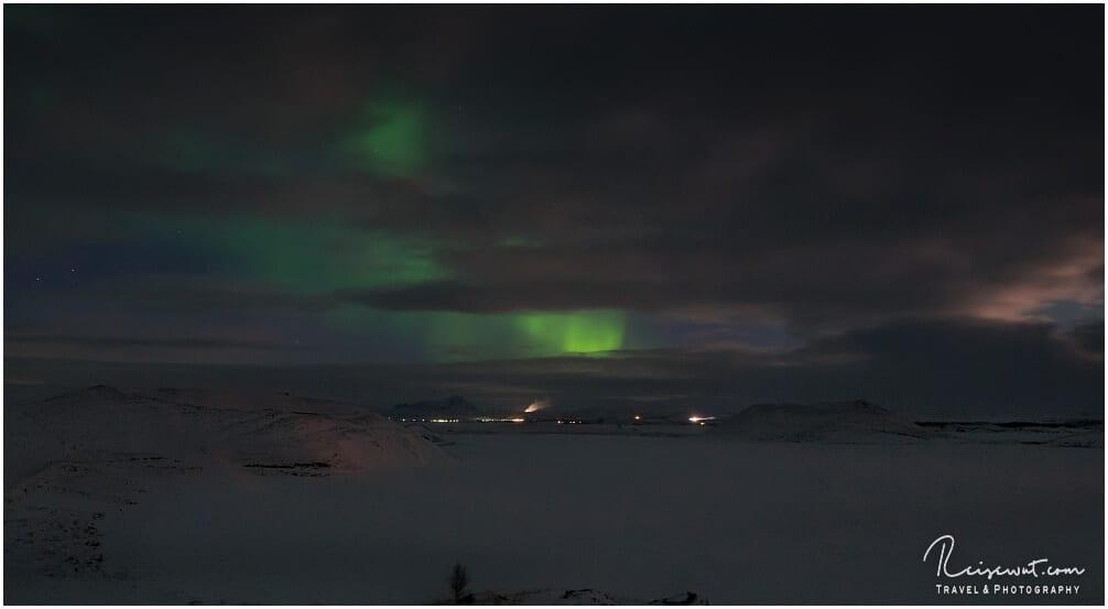Leichte Aurora Borealis über dem Myvatn im Norden Islands