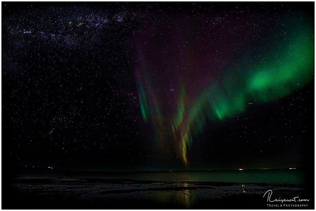 Polarlichter in allen merkwürdigen Farben bei Borgarnes