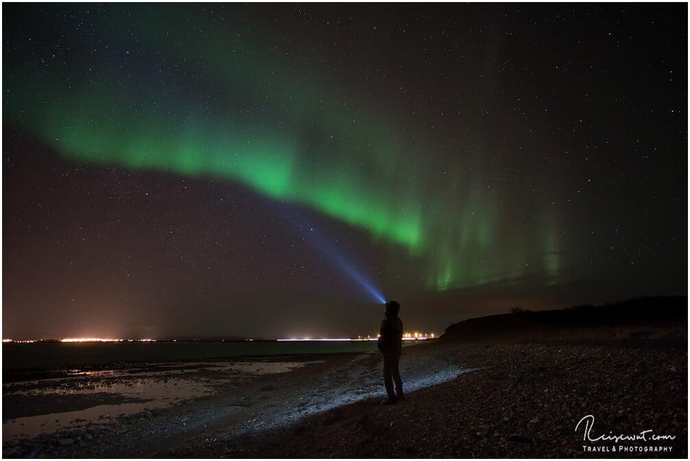 Kopflampen und Polarlichter machen sich immer gut zusammen auf einem Foto