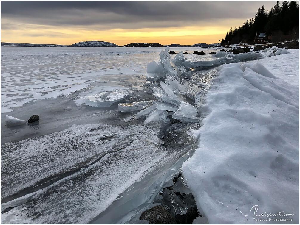 Mal kurz runter zum gefrorenen See, wo sich mächtig viel Eis angestaut hat