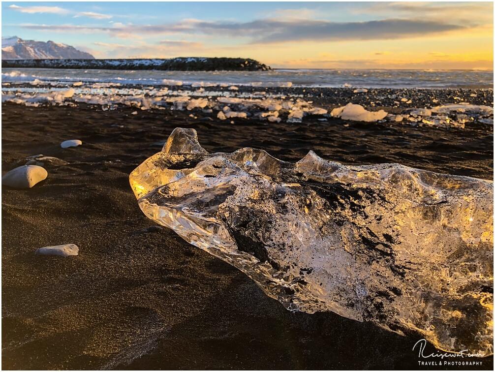 Goldenes Eis am frühen Morgen am Diamond Beach