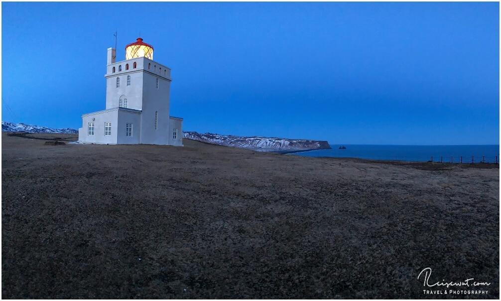 Dyrholaey Leuchtturm zur Blue Hour
