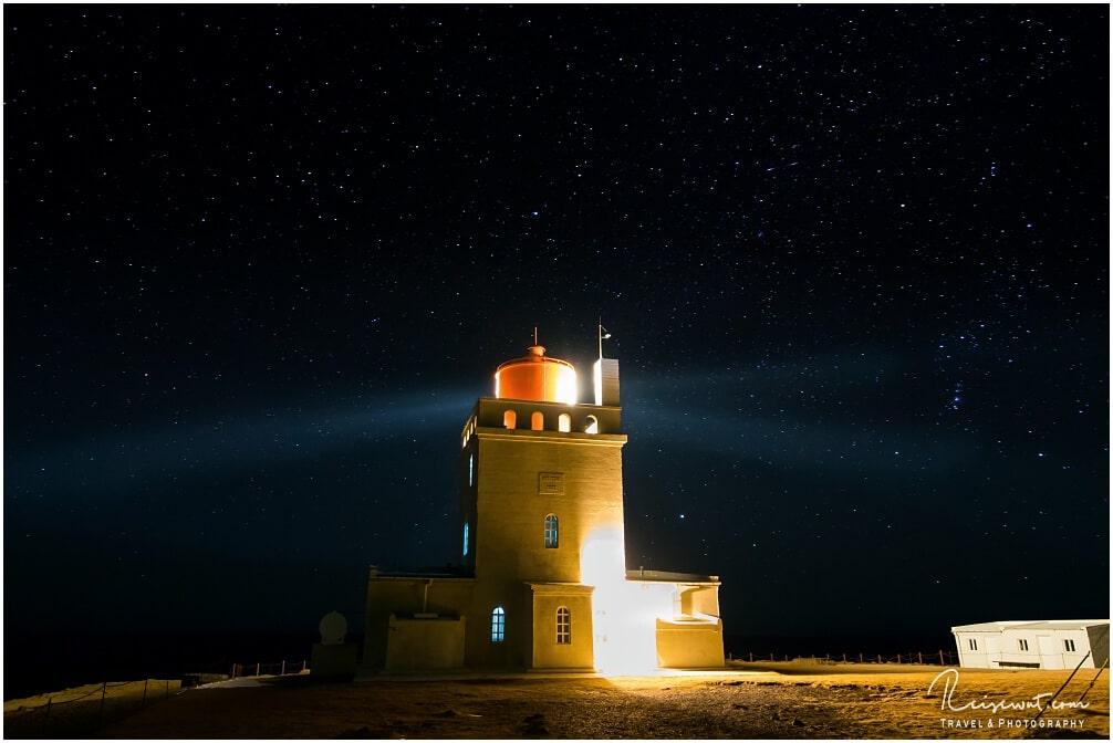 Dyrholaey Leuchtturm bei Nacht