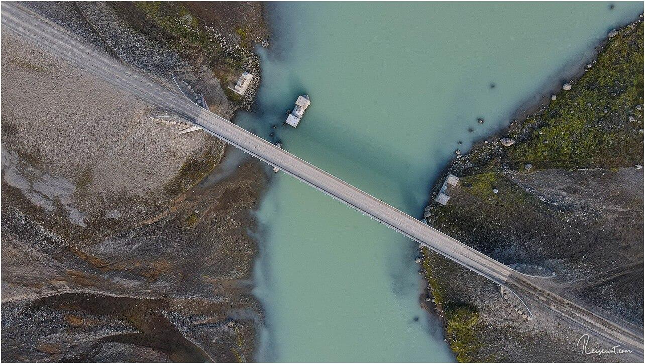 Die Brücke am Ablauf des Hvítárvatn aus der Nähe