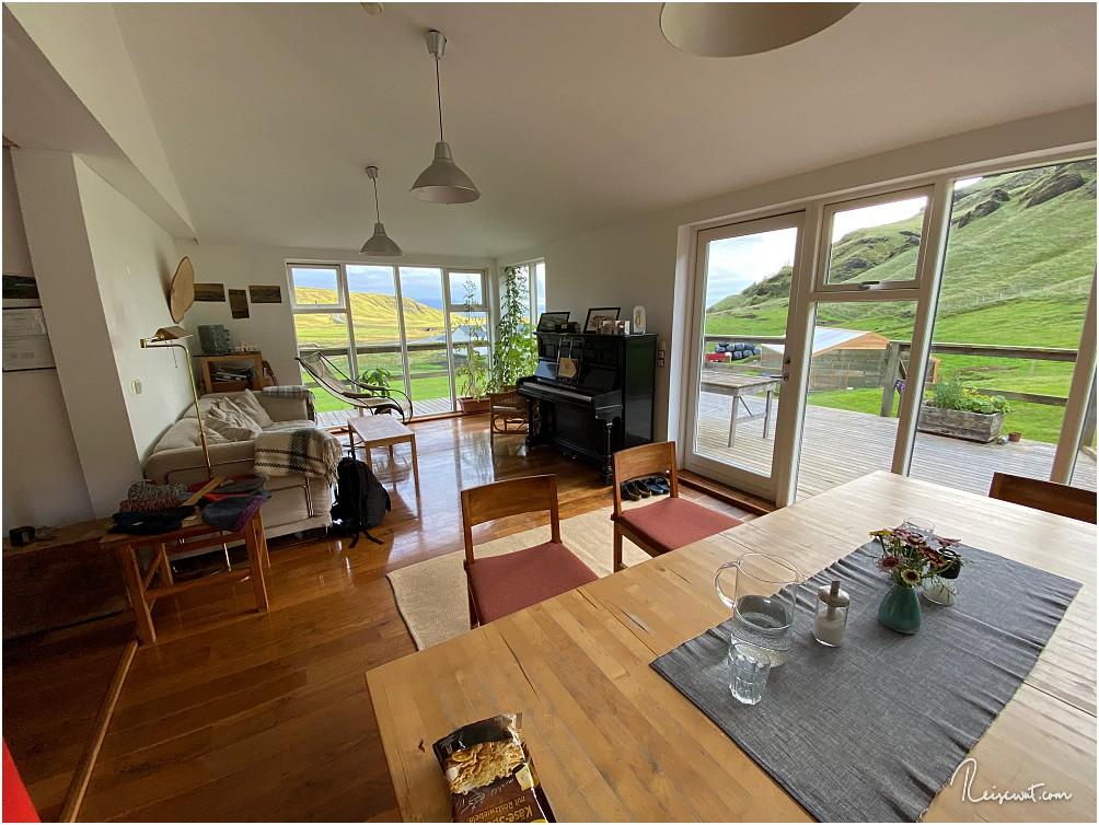 Room with a view ... der Blick von Martina & Jon reicht bis runter nach Kap Dyrholaey