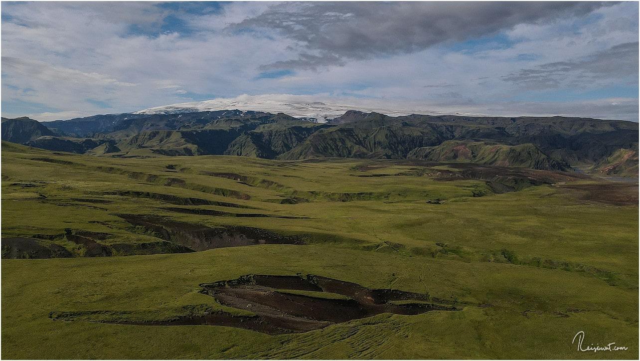 Unterwegs nach Thakgil hat man heute gigantische Ausblicke auf den beeindruckenden Eyjafjallajökull