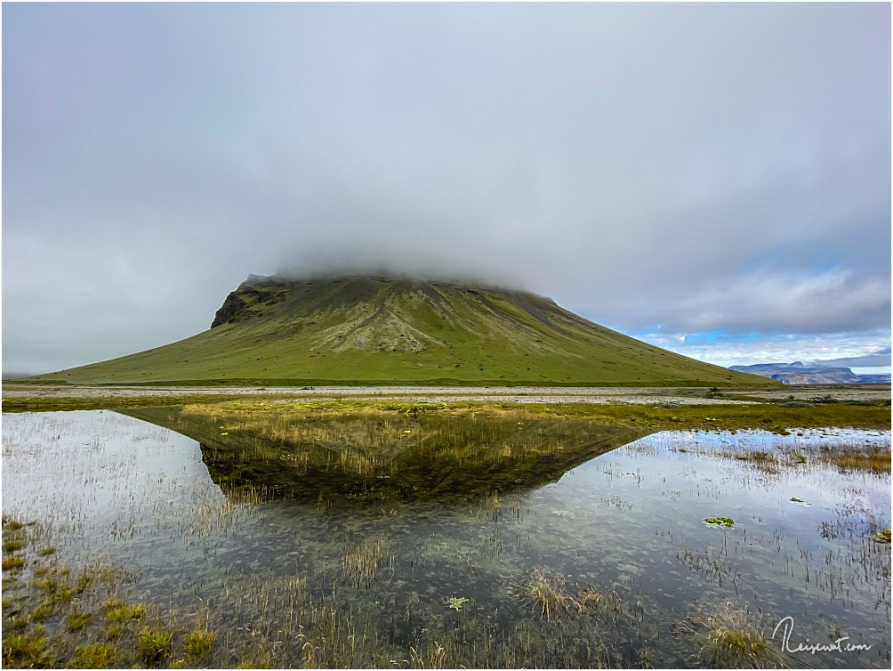 Der gewaltige Lomagnupur versteckt sich heute hinter dicken Wolken
