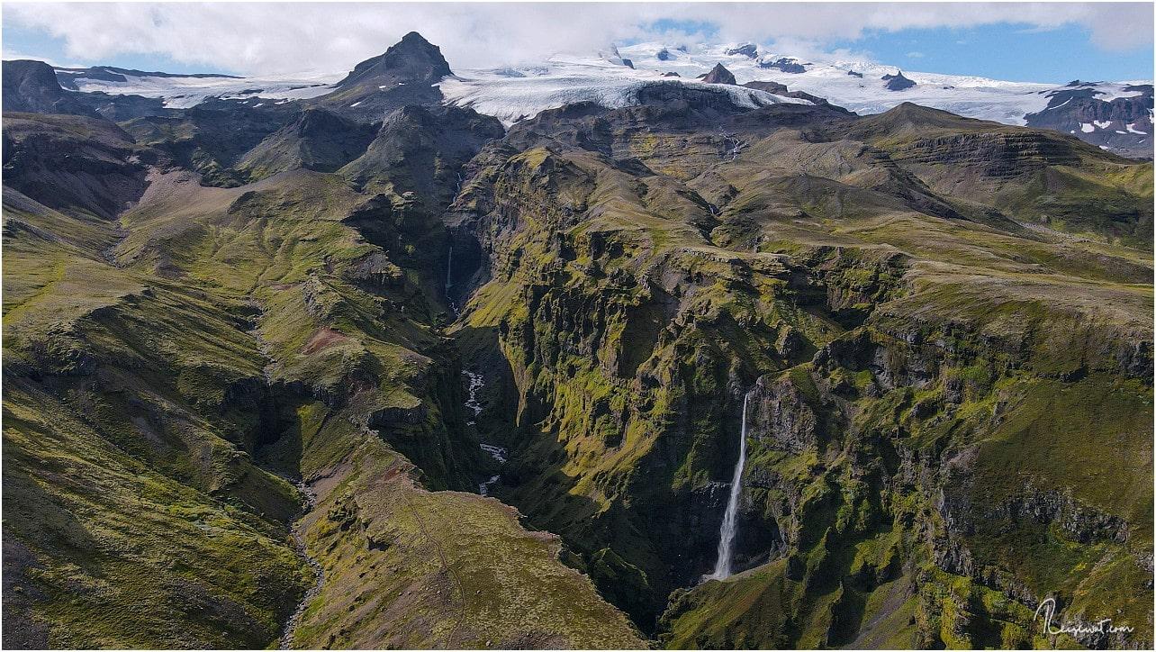 Der Múlagljúfur Canyon mit dem Gletscher mutet fast an wie aus einem Hollywood-Blockbuster