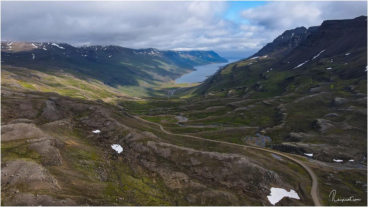 Blick nach unten in den Mjóifjörður