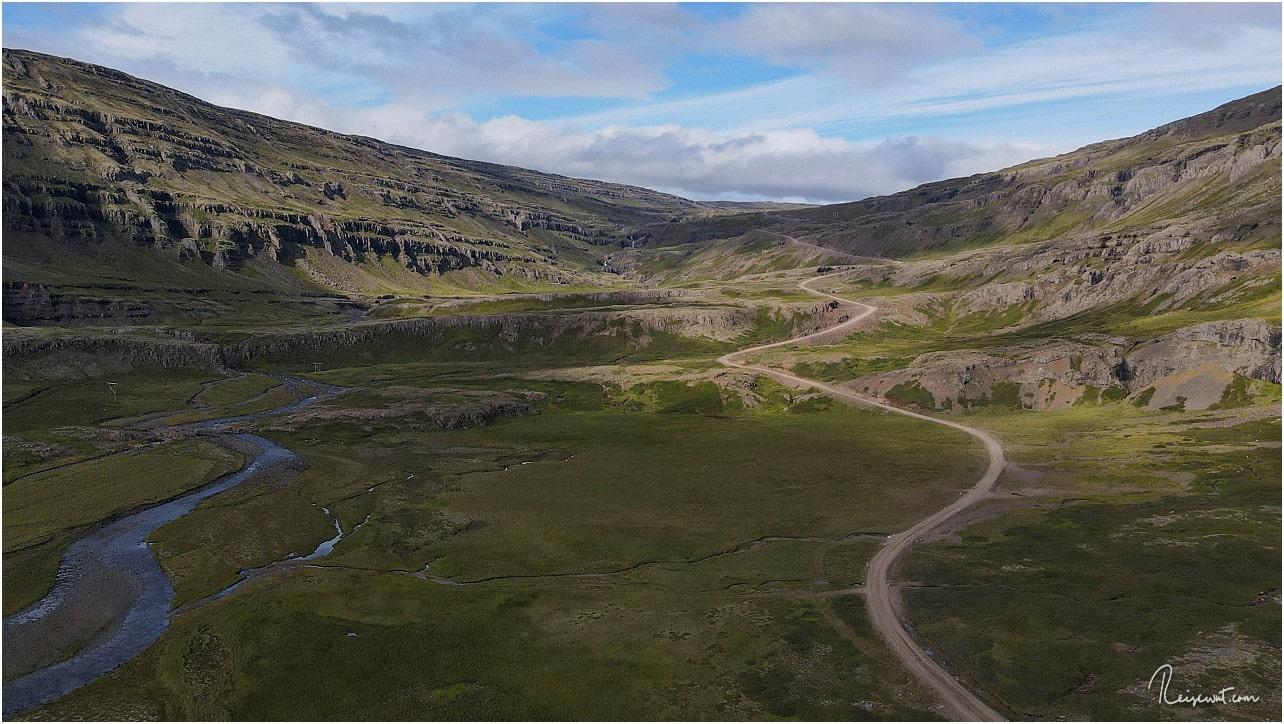 Aus der Luft erkennt man gut die Steigung des Öxi-Passes