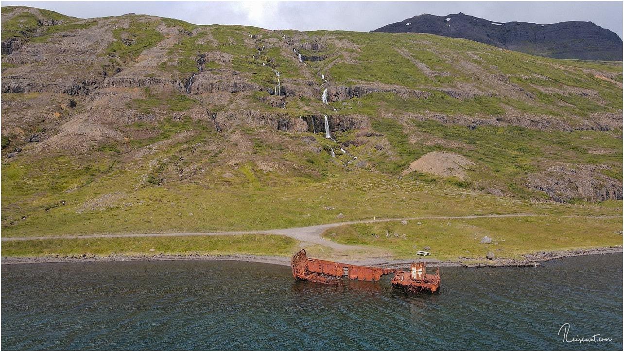Selbst hier gibt es ein Picknicktisch ... die Isländer denken wirklich an alles