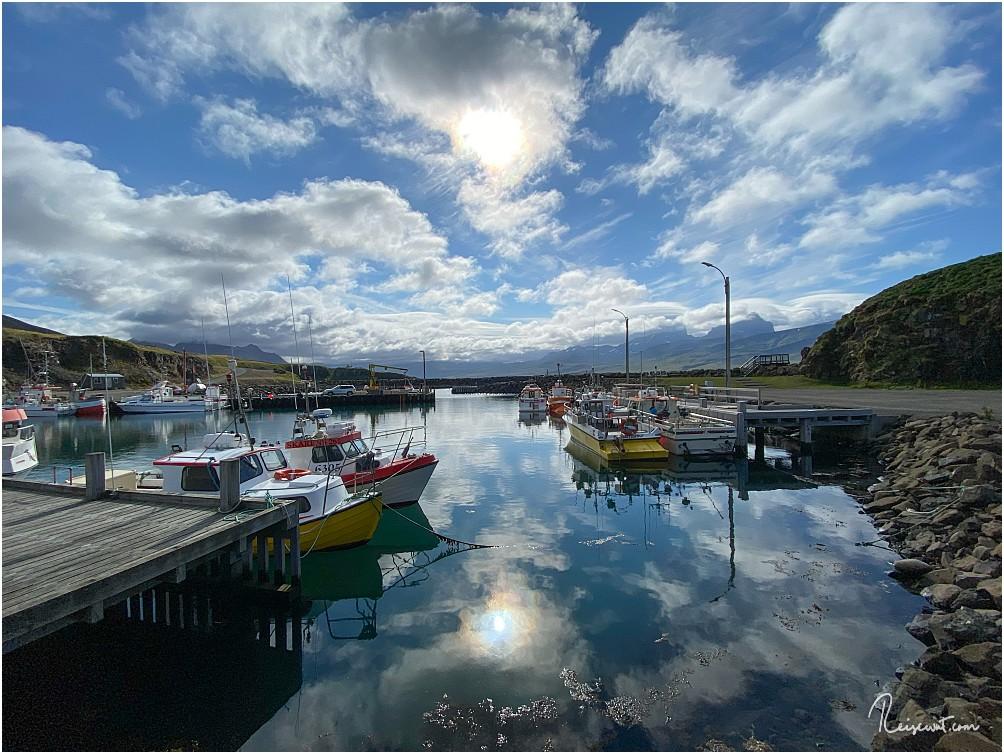 Der Hafen von Borgarfjardarhöfn ... fast schon idyllisch heute