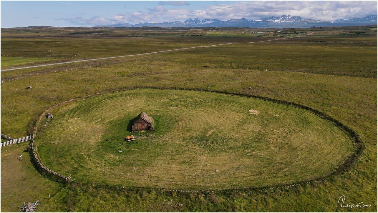 Geirsstaðakirkja ... nur selten wird die kleine Torfkirche von Besuchern angesteuert