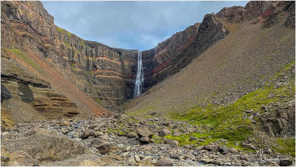 Der Hengifoss vom Ende des hölzernen Trails aus fotografiert