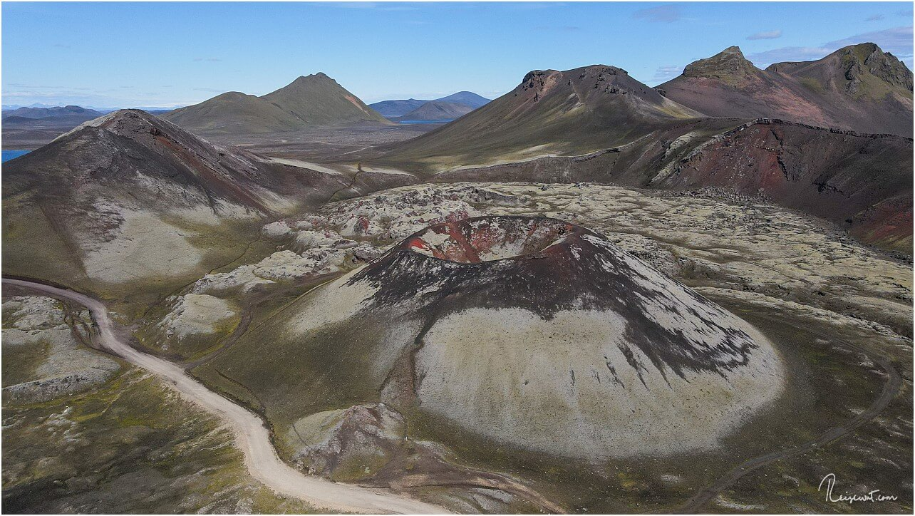 Den Krater Stútur aus der Nähe