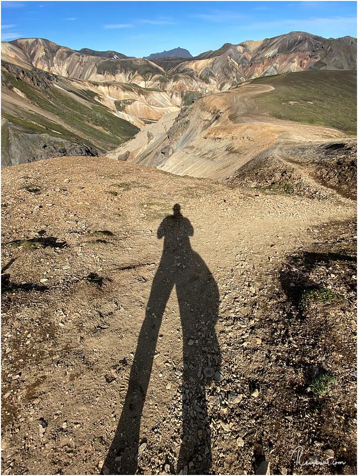 Der Rückweg führt am Rand des Gebirgszuges entlang, das Tal hat man dabei immer im Blick