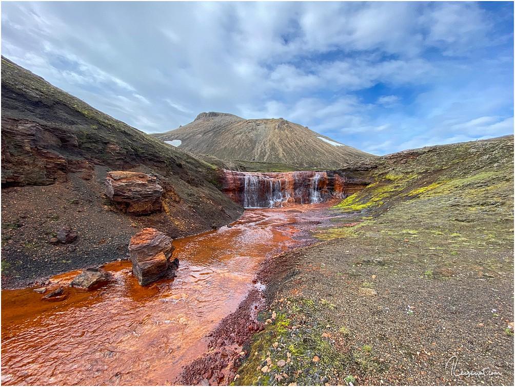 Der rot-orange Wasserfall aus der Nähe ... die Farben sind unbearbeitet