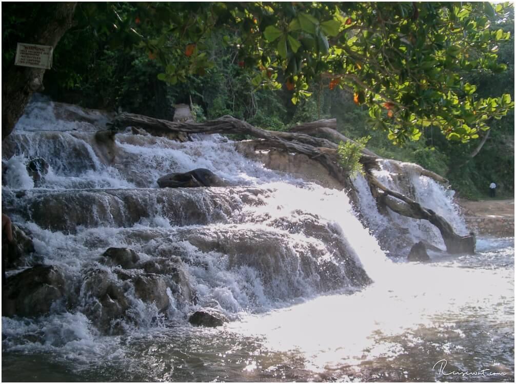 Das untere Ende der Dunns River Wasserfälle auf Jamaika