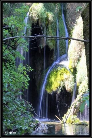 Traumhafte Wasserkaskaden säumen den Weg