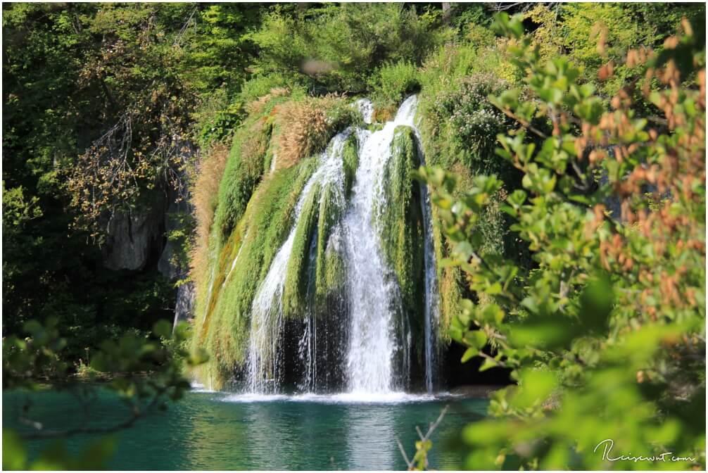 Kleiner Wasserfall am Okrugljak See ...