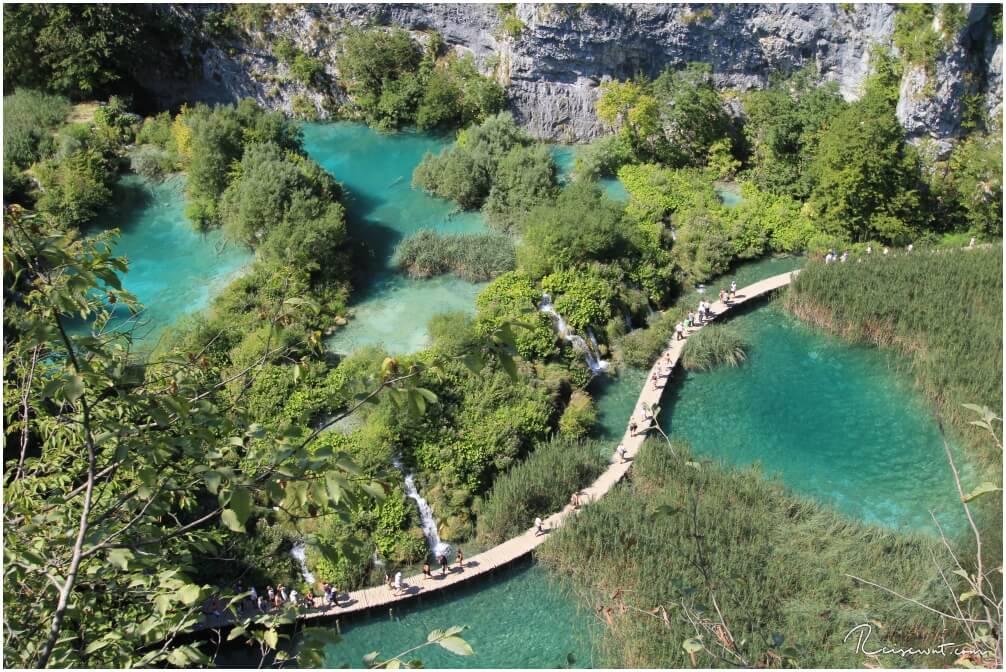 Aussicht auf die unteren Seen samt Holzstege