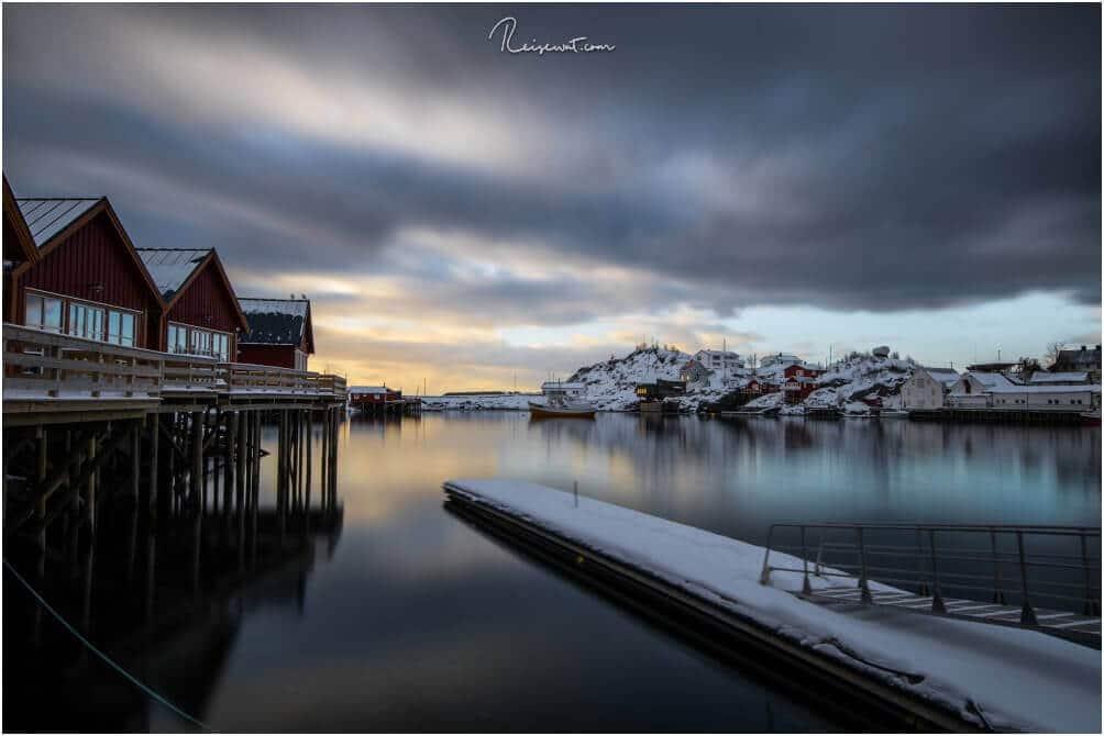 Der Hafen von Hamnøy aus einer anderen Perspektive, wieder mit Langzeitbelichtung aufgenommen