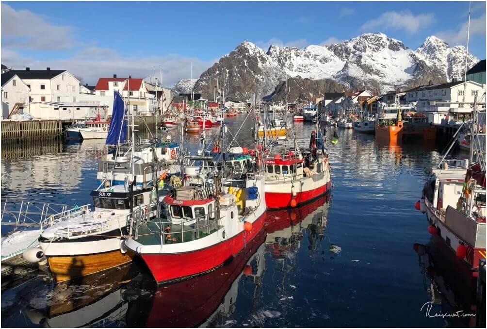 Der Hafen von Henningsvaer ... noch typischer kann ein norwegischer Hafen eigentlich kaum sein